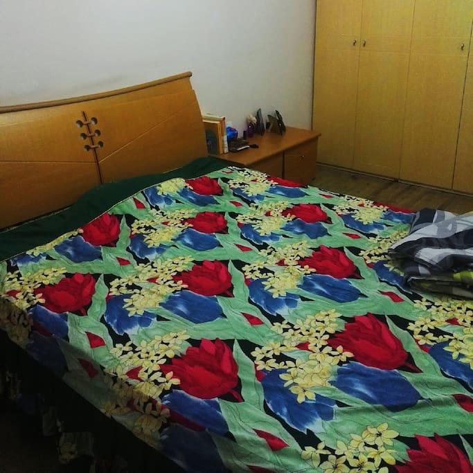 卧室  舒适的双人床