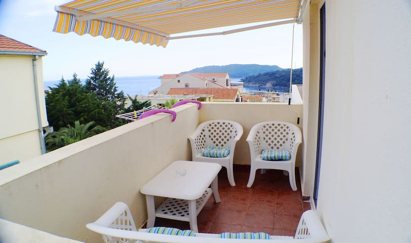 Becici, studio apt, 3 persons, 350m to beach - Bečići