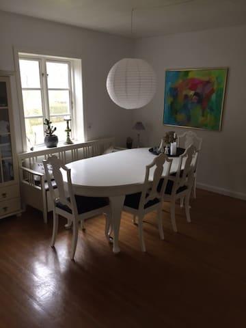 Rummeligt hus i Nykøbing Sj. - Nykøbing Sjælland - House