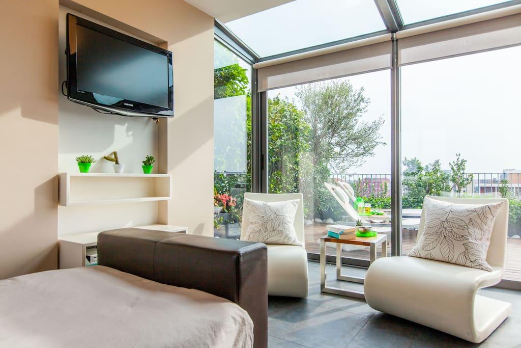 Attico con grande terrazzo zona tortona loft in affitto for Zona tortona milano