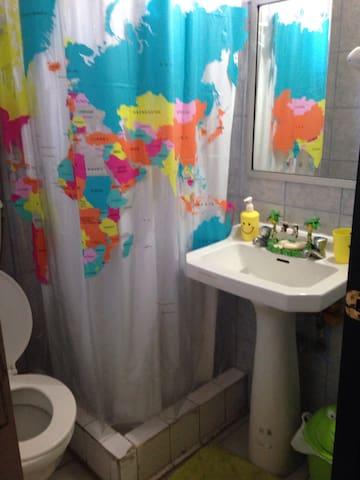 Baño privado dentro de la habitación de uso exclusivo de los huéspedes!