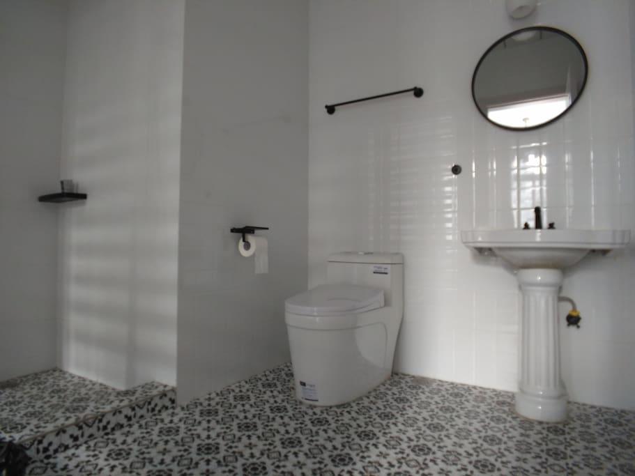 独立卫生间 Private Bathroom