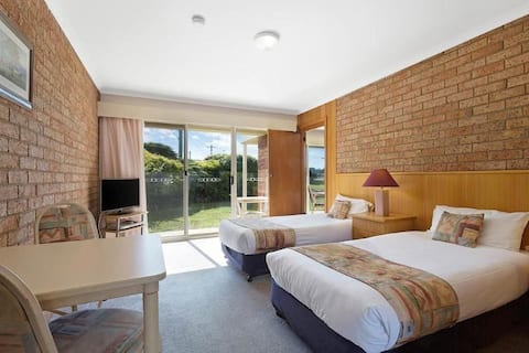 Spotless Double With Double Bed At Port Stephens