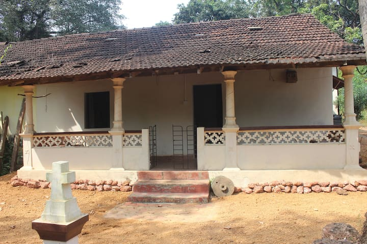 Old Portuguese house for rent - Anjuna - House