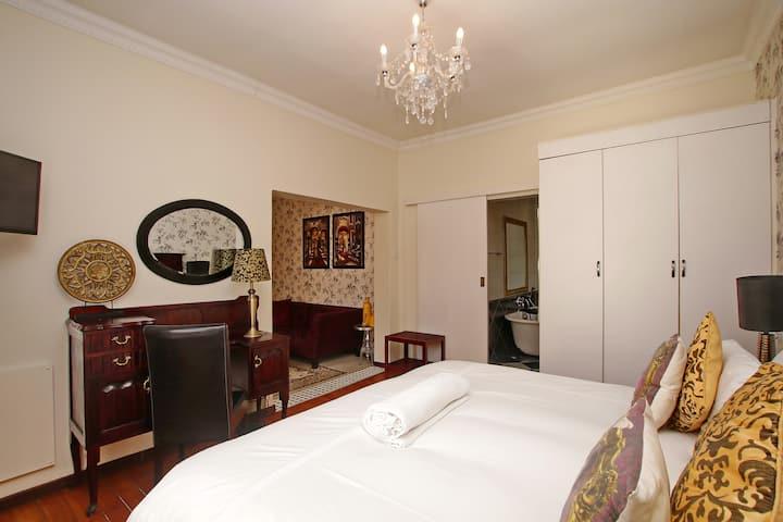Golden Slumbers-Luxury Suite