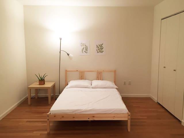 Simple Studio Apartment, 5 min from Manhattan - Квинс - Квартира