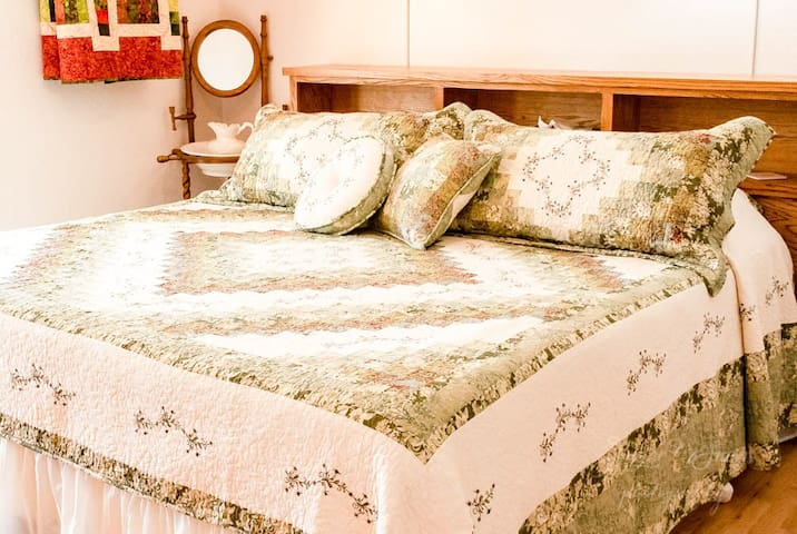 'Allison's Corner' (Master Bedroom, room 3, of 'Quilt Star Home)