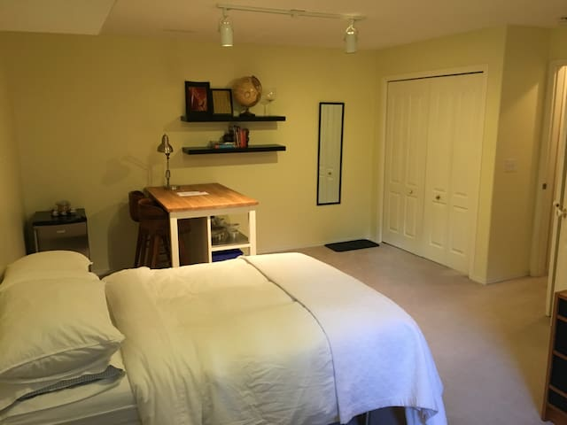 Mountain adventure base with en-suite - Canmore - Stadswoning
