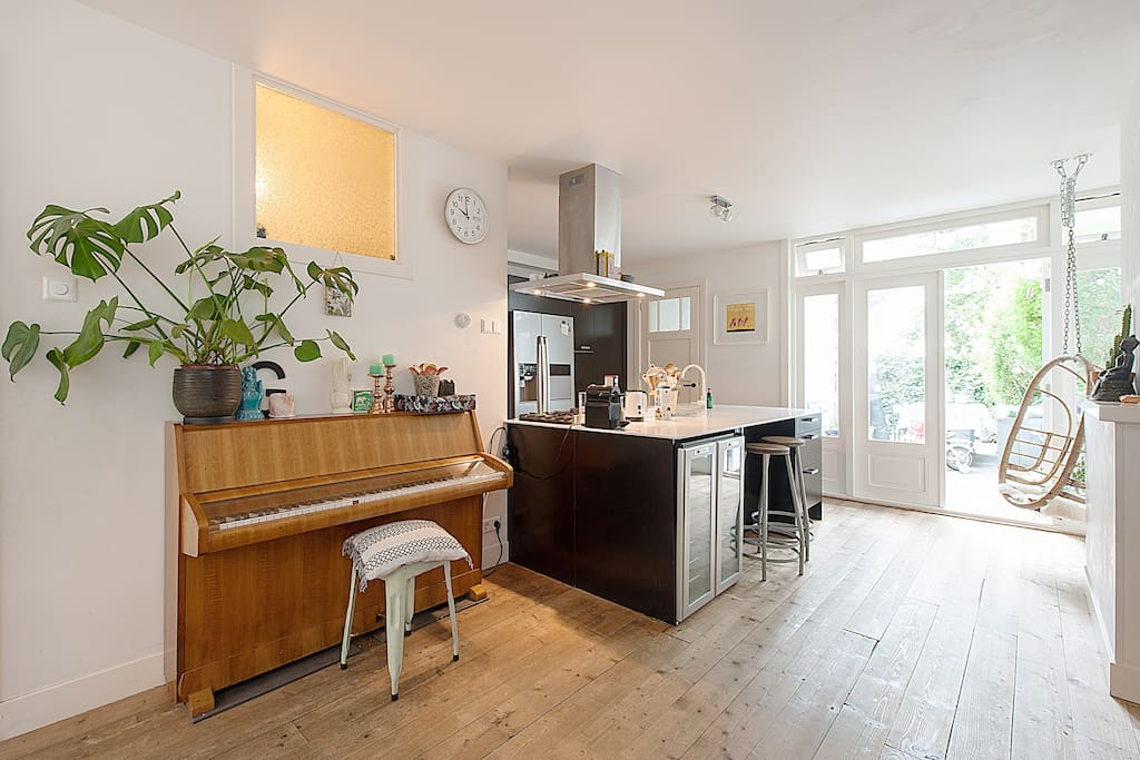 Family mansion 175m2 with garden case in affitto a for Case affitti amsterdam