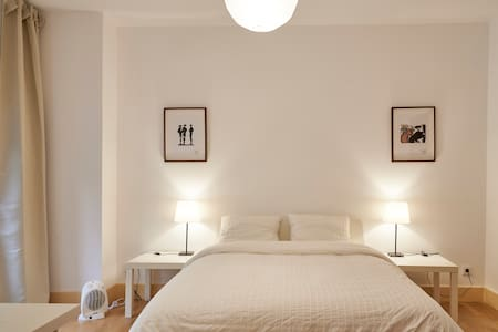 Beautiful and sunny double room in classy and brand new apartment located in the heart of central Lisboa