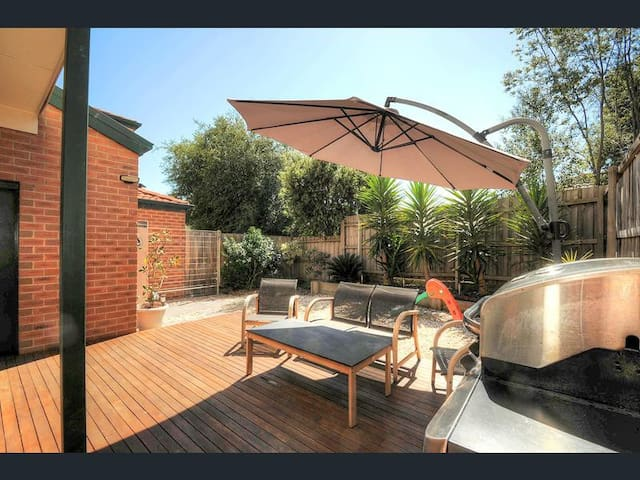 Beauty next to the park - Wantirna - Dom