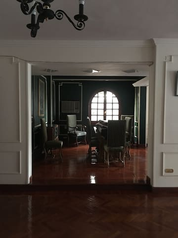 Spacious 4-BR Apartment in Maadi, great location!
