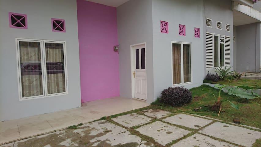 Villa dream land sibolangit - Medan - Huis
