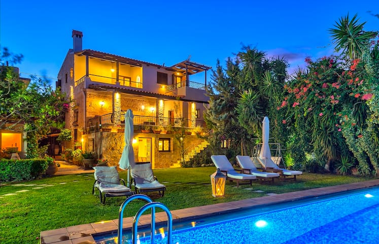 LUXURIOUS REFUGE TO EXPLORE CRETE . GRAMVOUSA BAY - Kaliviani - Villa