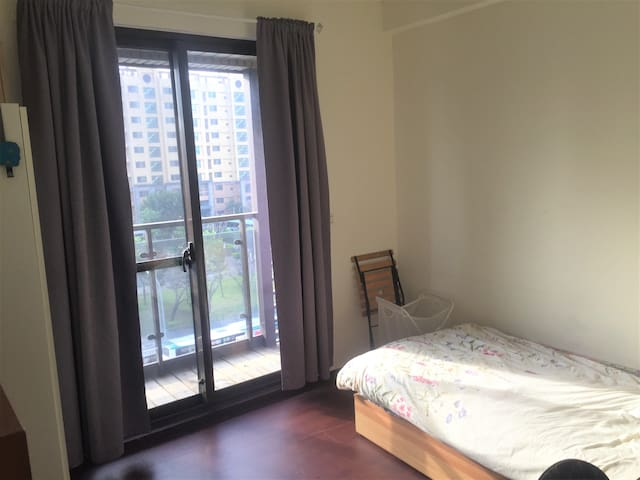 Preiswert Cozy holiday Room - MRT 5 Mins walk