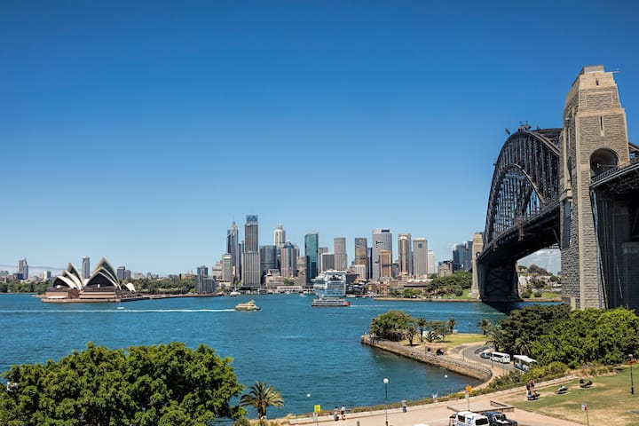 Amazing views to Syd Harbour Bridge & Opera House