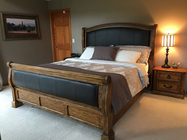 Serene...Spacious...Room with Kingsize Bed