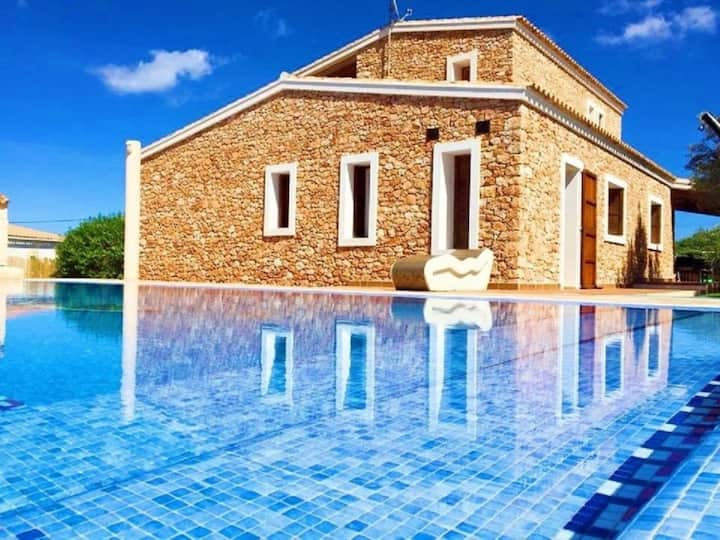 Fantastic Villa with Pool in Formentera, WLAN, Garden and Terrace; Parking Available