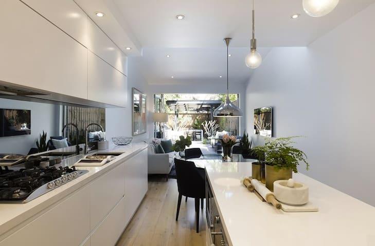 HEART OF REDFERN - 3 lvl Designer Terrace - Redfern - Dom