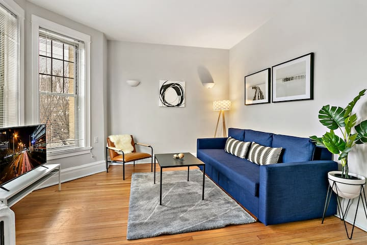 ❤️ New! Bright and Airy 2BR near Wrigley Field!