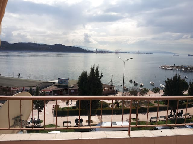 Extraordinary sea view. Literally 40 meters to sea - Gemlik - Apartment