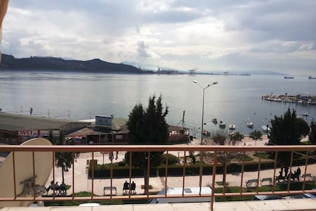 Extraordinary sea view. Just opposite Marmara Sea. - Gemlik - Wohnung