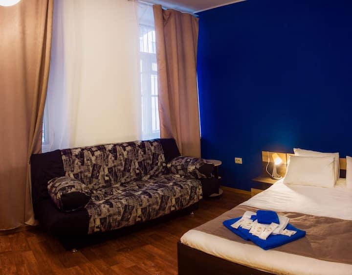 Уютный номер в центре СПб,огромная кровать и диван