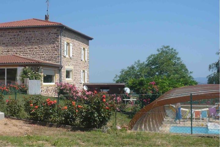 Belle maison de campagne avec piscine couverte