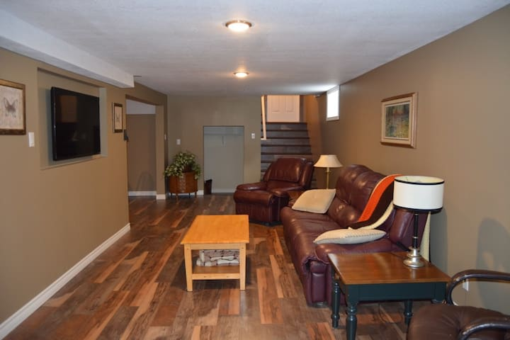 Private Fully-Loaded Beachfront Apartment - Huron-Kinloss