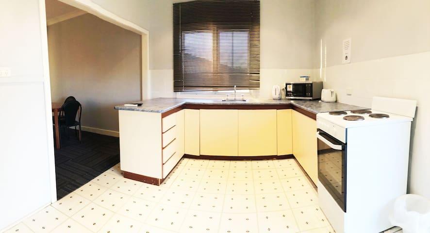 Foxtel/Wifi Long/Short Term Serviced house!