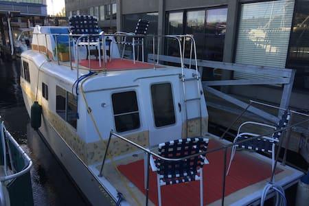 Cozy Lake Union Houseboat - Seattle