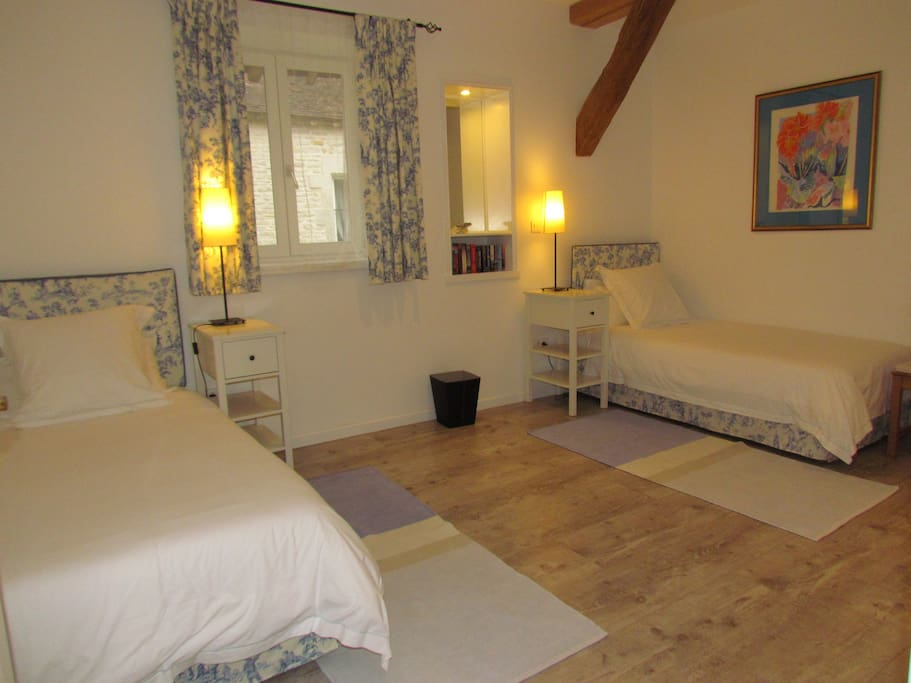 The twin bedroom in Les Moineaux with room for a third single