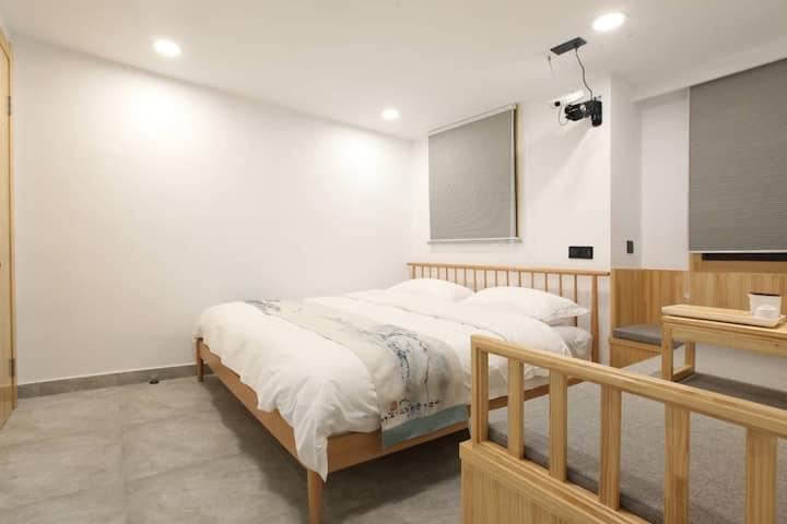 普陀山仁心之家•知足大床房投影电视1.8米床