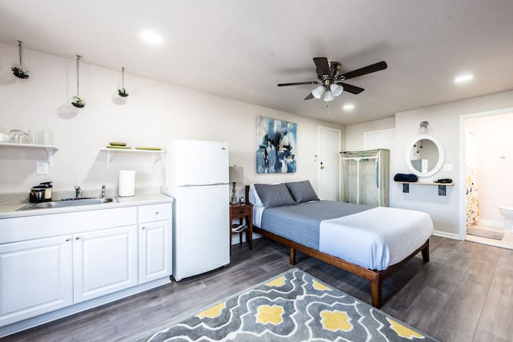 ◈ Gibson View ◈ 1BR/1BA ◈ Modern and Updated