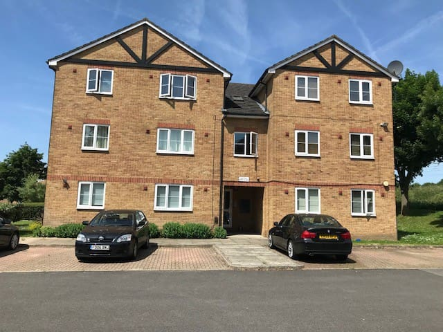 2 BED MODERN APARTMENT IN LANGLEY, SLOUGH