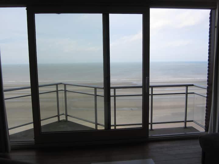 Appartement met terras en frontaal zeezicht