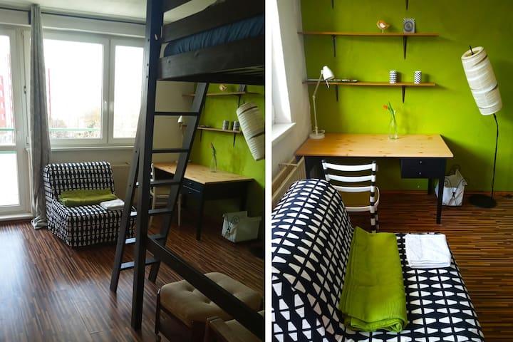 Funky spacious room w. balcony and free breakfast!