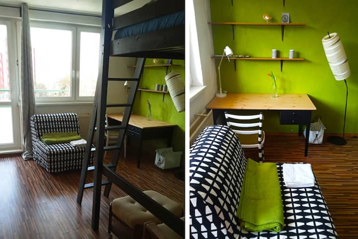 Funky spacious room w. balcony and free breakfast!