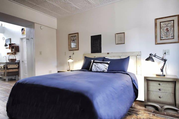 New luxury mattress w/Parachute linens