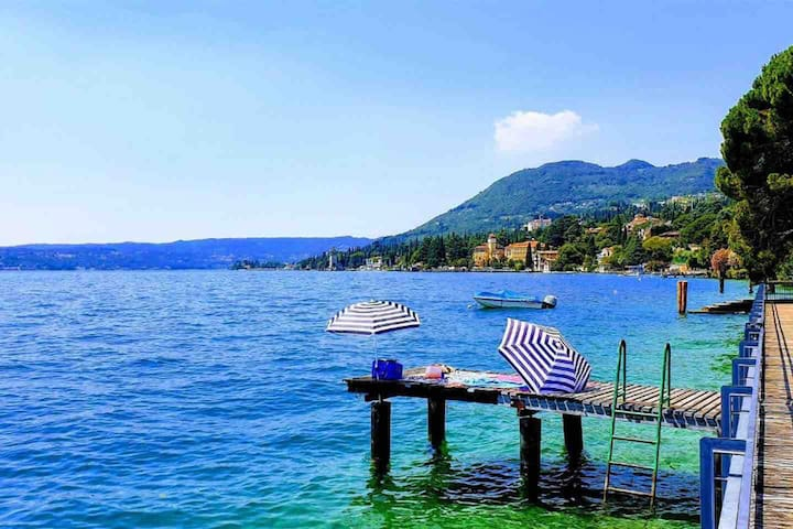 Spacious Flat in the Green with View on Lake Garda