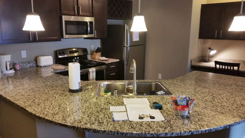 2BR/2BA with easy access to I-265 & I-65 - Louisville - Apartamento