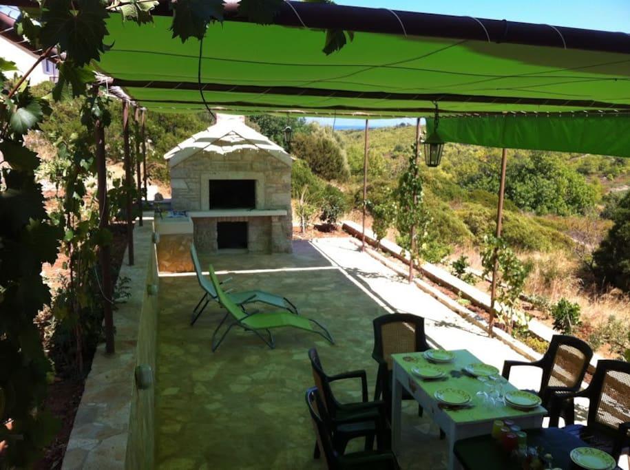 Velika terasa sa roštiljem