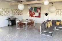 Huge Patio 100m2, gas-BBQ, dining for 8 and outdoor lounge area