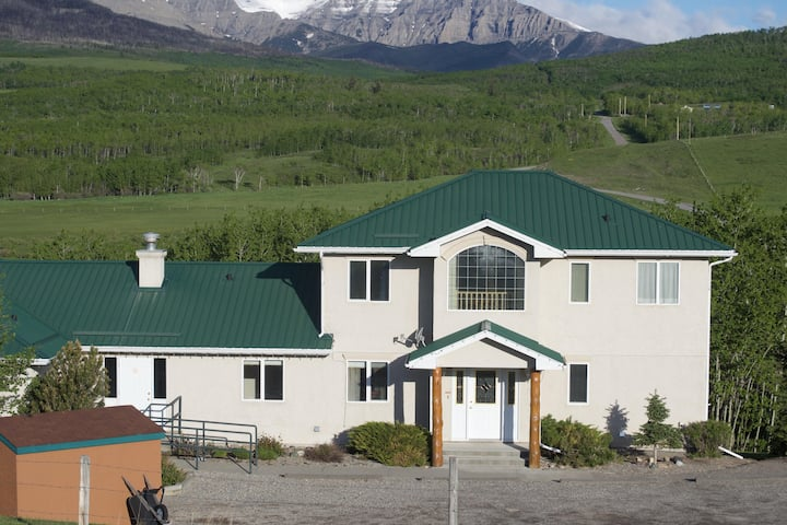 Waterton Country Villas- #4 Private Room w/ a view