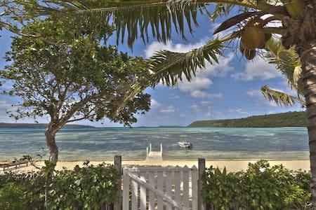 Fale Taha at Lucky's Beach Houses - Talihau