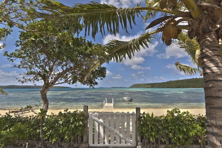 Fale Taha at Lucky's Beach Houses