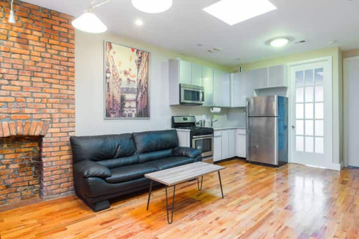 Manhattan Charm, Brooklyn Price!