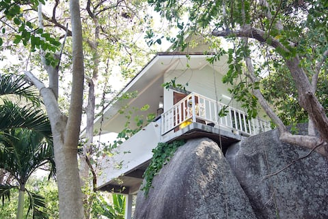 ROCK House. Seaview, nearby the beach. Shared pool
