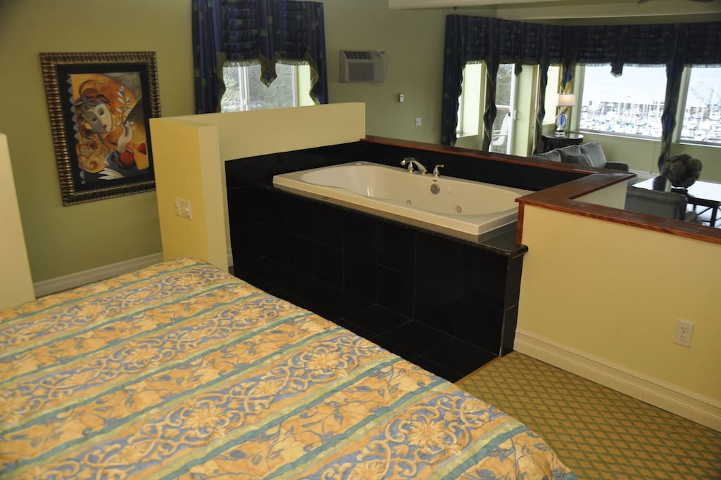 In-room jacuzzi tub.