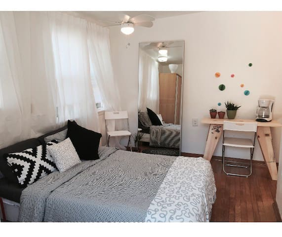 TINY CUTE STUDIO FOR ONE PERSON ON 12th ST!!!